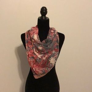 Accessories - Delicate Gray Scarf With Flowers in Shades of Pink